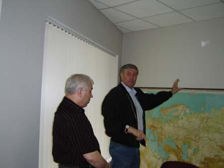 Председатель Ассоциации Ф.М. Кузьмин показал гостям на карте региональные кадетские объединения