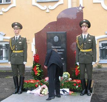 Памятник выпускникам-суворовцам погибшим во славу Отечества!